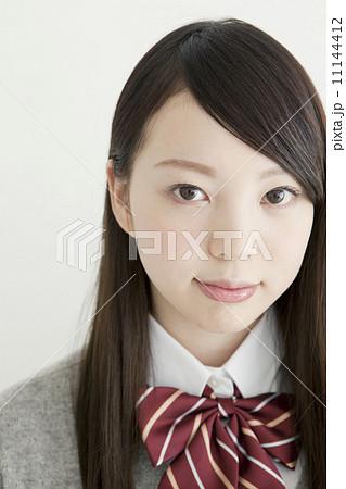 女子高生の顔アップ 11144412