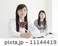 塾で勉強する女子高生 11144419