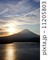 ご来光 本栖湖 富士山の写真 11205803