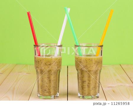 Tasty kiwi smoothie.の写真素材 [11265958] - PIXTA