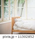 ふとん 窓際 寝室の写真 11302852