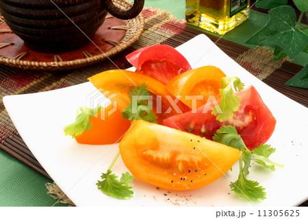 トマト 黄色 サラダ 野菜 前菜 11305625
