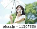 日傘をさした女性 11307660