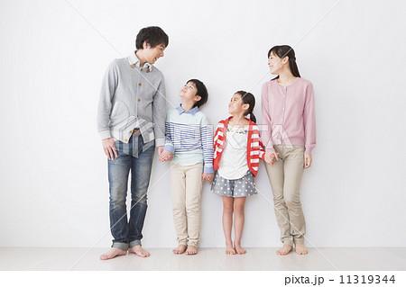 家族4人 11319344