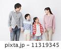 親子 ファミリー 家族の写真 11319345