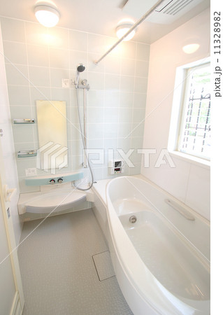 住まいのバスルーム(オーバル型浴槽)-057 11328982