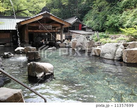 水上の宝川温泉には混浴の露天風呂があります 11357699