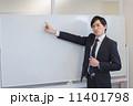 ホワイトボード サラリーマン 男性の写真 11401798