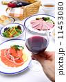 グラスワイン 赤ワイン 料理の写真 11453080