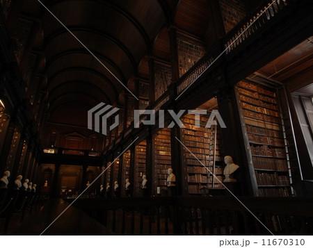 トリニティ・カレッジ図書館 11670310