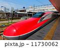 秋田駅に停車中の秋田新幹線E6系・こまち 11730062