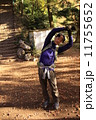 ハイカー 準備運動 ハイキングの写真 11755652
