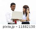 ノートパソコン 男女 ビジネスの写真 11882130