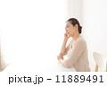 体調が悪い中年女性 11889491