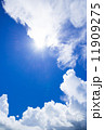 沖縄の空・入道雲と青空 11909275