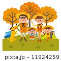 家族そろって秋のキャンプ  11924259