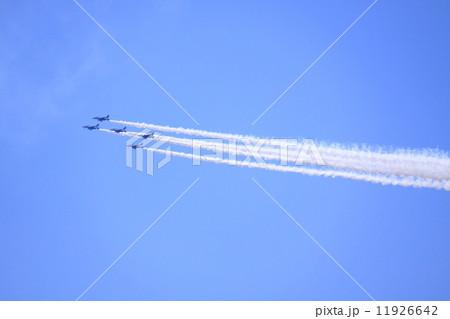 航空自衛隊のブルーインパルス三代目です 11926642