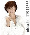 ガッツポーズ ビジネスウーマン 笑顔のイラスト 11945236