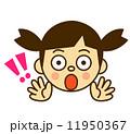 びっくり顔女の子 11950367