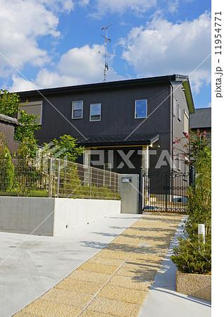 玄関アプローチが長い住宅 11954771