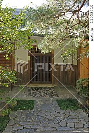 石畳純和風の玄関アプローチ 11958519