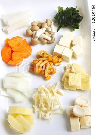 通年出回る食材の味噌汁、定番具材 12010464
