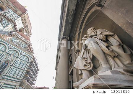 フィリッポ・ブルネレスキ像とドゥオーモ(フィレンツェ) 12015816