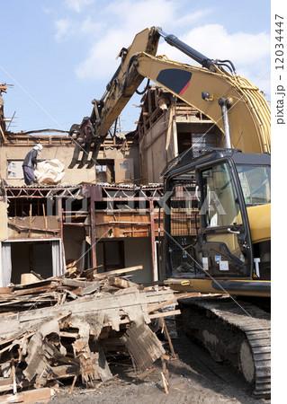 家屋の解体工事現場 12034447