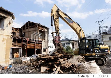 家屋の解体工事現場 12035484