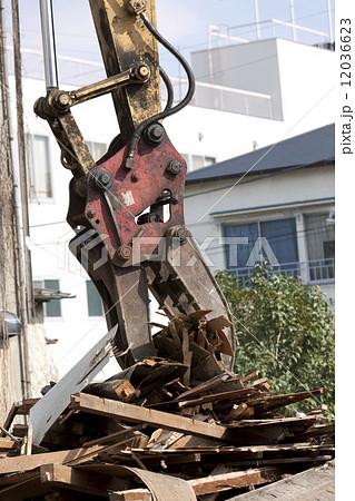 家屋の解体工事現場 12036623