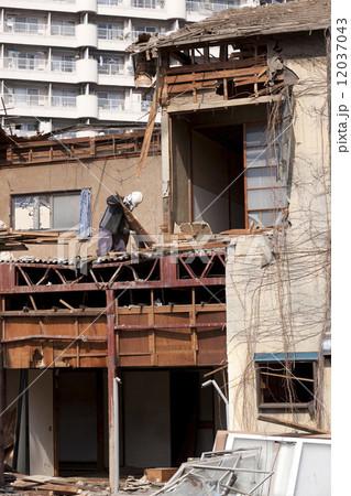 家屋の解体工事現場 12037043