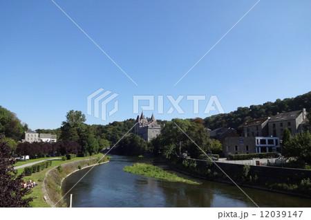 ギネスで認定、世界一小さい街、デュルビュイの「ウルセル伯爵城」 12039147