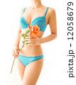 可愛いランジェリーと薔薇の花 12058679