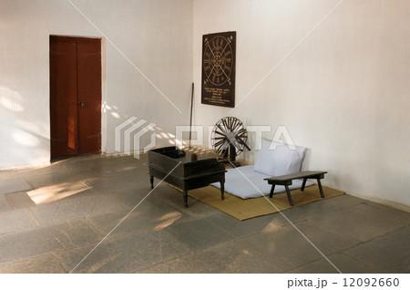 インド ガンジーの部屋 ガンディー 執務室 糸車 12092660