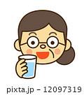 飲む 水 人物のイラスト 12097319