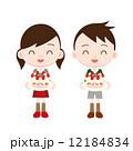 クリスマスケーキに喜ぶ子供たち 12184834