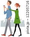 歩く スマートフォン カップルのイラスト 12205716