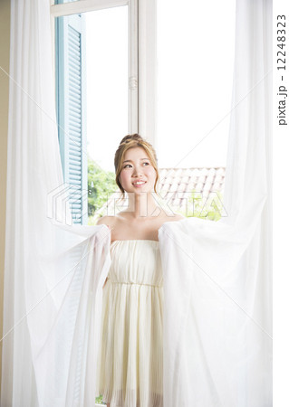 ビューティーイメージ 若い女性の写真素材 [12248323] - PIXTA