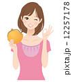 主婦 財布 女性のイラスト 12257178