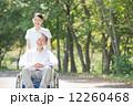 介護士とシニア 12260468