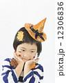 ハロウィン 子供 ポーズの写真 12306836
