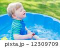 持つ 少年 水の写真 12309709
