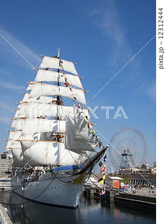 帆船日本丸の総帆展帆・満船飾 12312444