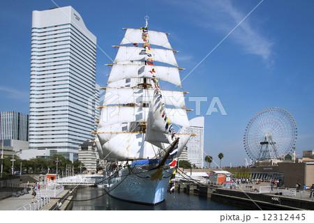 帆船日本丸の総帆展帆・満船飾 12312445
