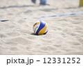 ビーチバレーのボール 12331252