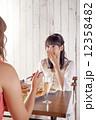 パーティー 女性 食事の写真 12358482