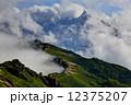 北アルプス・燕岳から雲湧く表銀座縦走路と槍ヶ岳 12375207