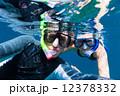 シュノーケリング 水中 カップルの写真 12378332