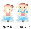 洗顔する女性 12384797