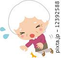 転ぶ ベクター 高齢者のイラスト 12392588